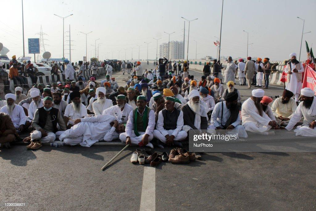 Indian Farmers Protest Against Reforms Near Delhi Border : News Photo