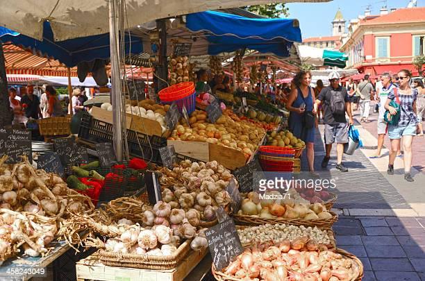 farmers market in nice - provence alpes côte d'azur stockfoto's en -beelden