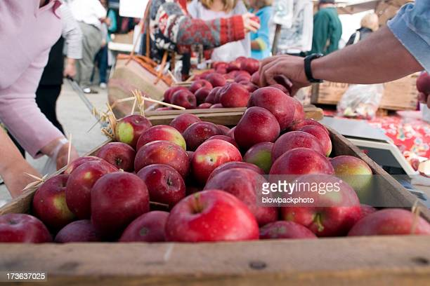 Agricultores Mercado: Compras de maçãs
