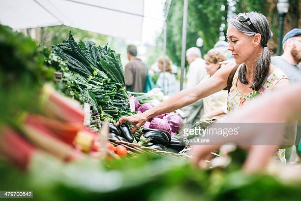 farmers market shopping mature woman - farmers market stock pictures, royalty-free photos & images