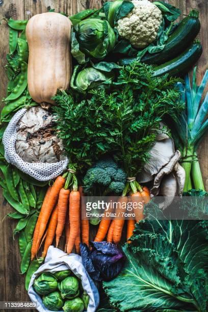 farmer's market winter vegetable haul - versheid stockfoto's en -beelden