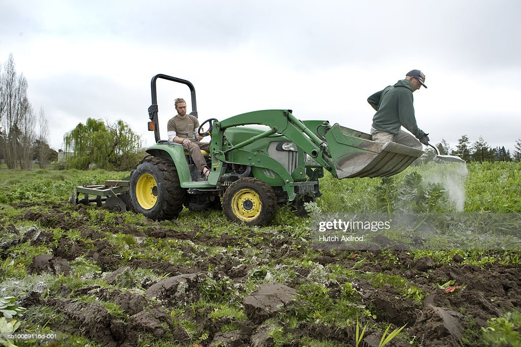 Farmers plowing field : Stockfoto