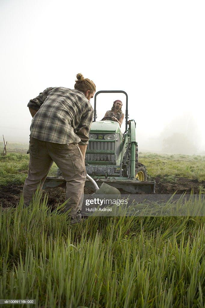 Farmers plowing field : Stockfoto