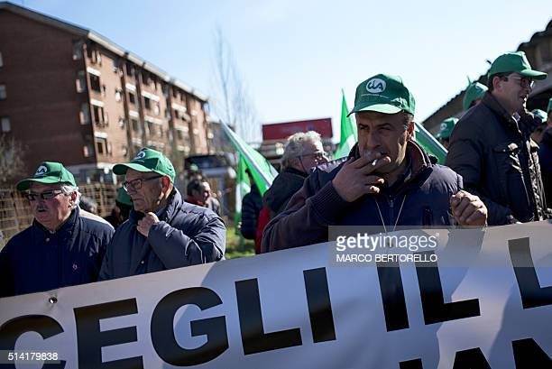 Farmers protest against falling prices of milk on March 7 2016 in Carmagnola near Turin / AFP / MARCO BERTORELLO