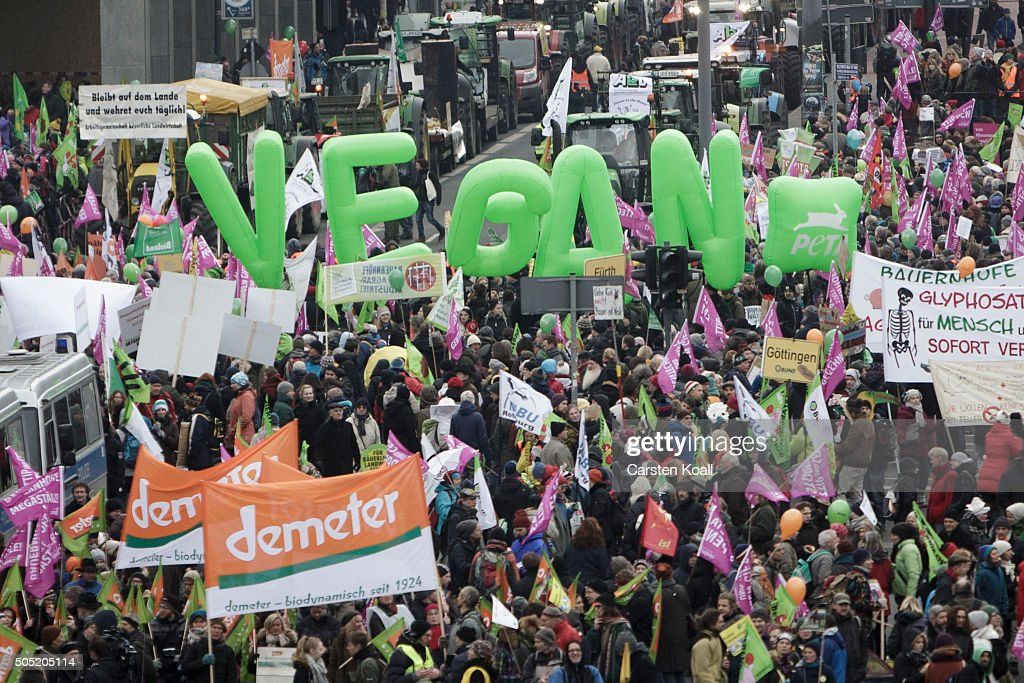 Farmers Protest Against Industrial Agriculture : Nachrichtenfoto