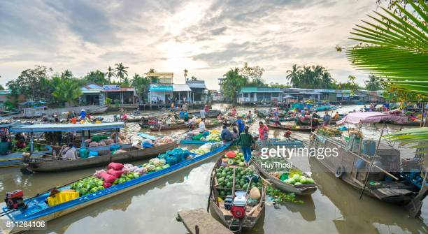 farmers purchase crowded in floating market morning - vietnam stock pictures, royalty-free photos & images