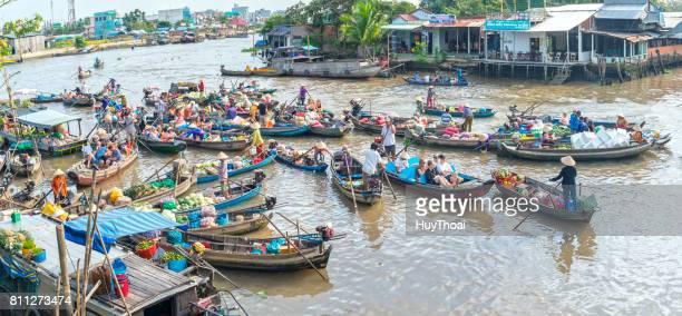 farmers purchase crowded in floating market morning - can tho province stock pictures, royalty-free photos & images