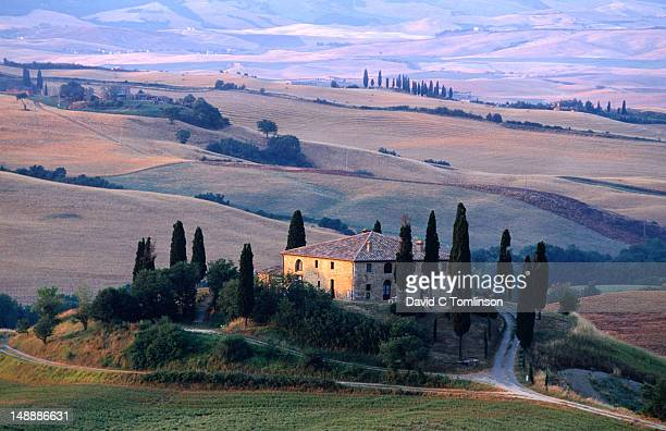 farmhouse and cypress trees, san quirico d'orcia. - san quirico d'orcia stock pictures, royalty-free photos & images