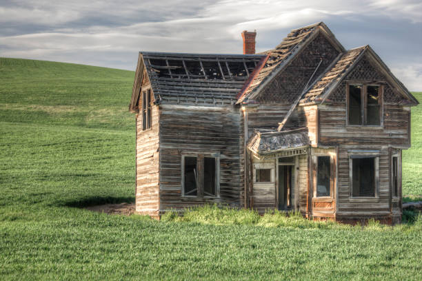 A farmhouse from a bygone era in a state of ruin