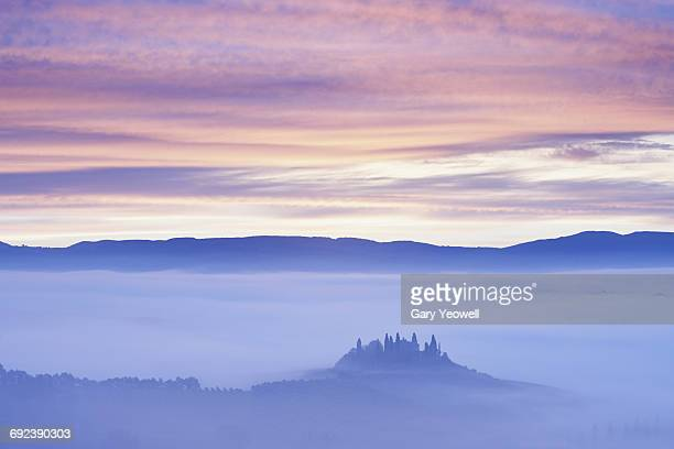 farmhouse in misty tuscan landscape at dawn - images stock photos and pictures
