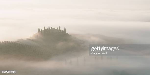 farmhouse in the mist in tuscany - yeowell stock pictures, royalty-free photos & images