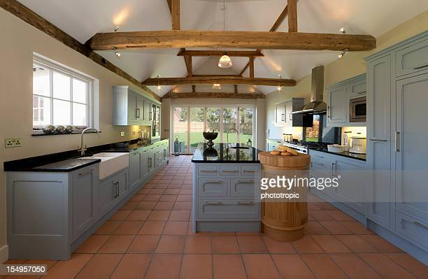 farmhouse kitchen - farmhouse stock pictures, royalty-free photos & images