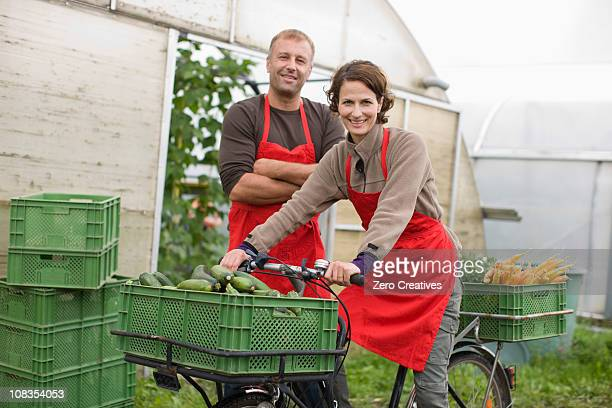 farming vegetables and fruits - heterosexual couple stock pictures, royalty-free photos & images