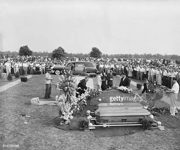 6/21/1953 Farmingdale NY Rosenbergs laid to rest The coffins of executed atom spies Julius and Ethel Rosenberg lie ready to be interred at the...