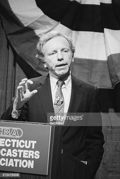 Farmington, Connecticut: Sen. Lowell Weicker, R-Conn., , meets 10/12, his Democratic rival, Connecticut Attorney General Joseph Lieberman, in their...