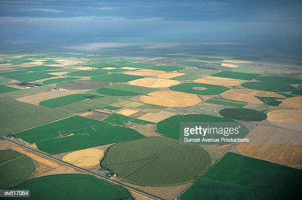 farmland, eastern washington, usa - crop circle stock pictures, royalty-free photos & images