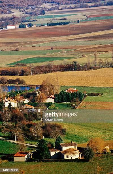 farmland near foix. - アリエージュ ストックフォトと画像