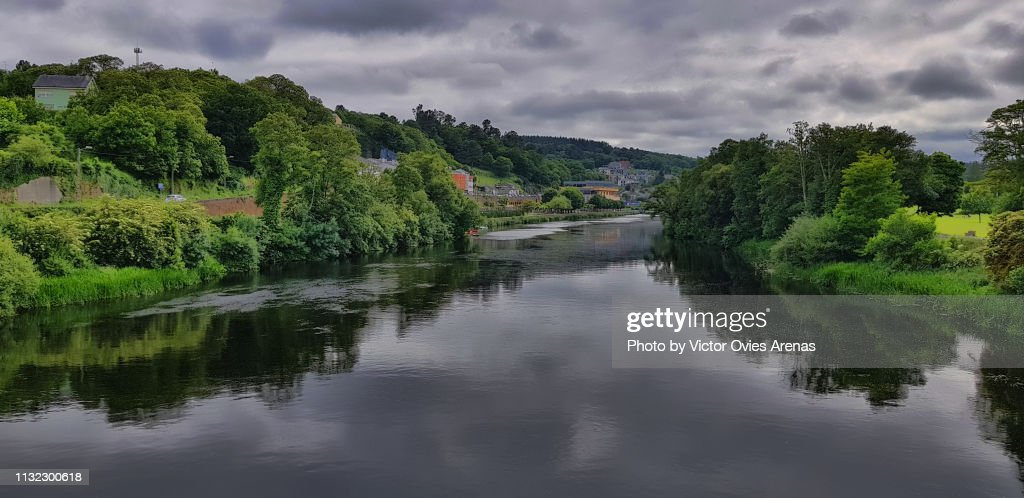Farmlands and forests along river Minho (Miño in Spanish) in Lugo, Galicia, Spain : Foto de stock