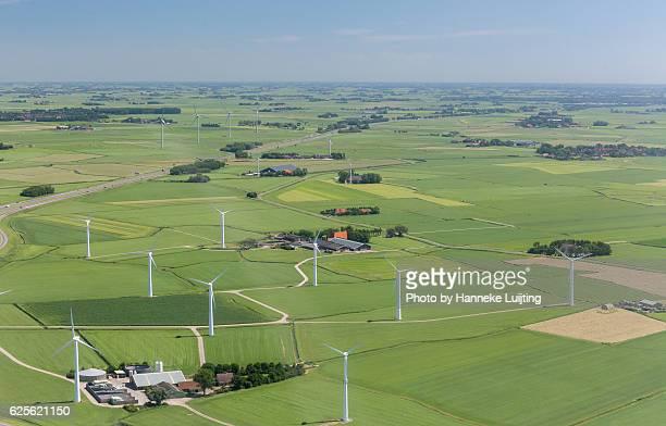 farms and windmills - friesland noord holland stockfoto's en -beelden
