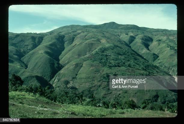 farms in hills of haiti - paisajes de haiti fotografías e imágenes de stock