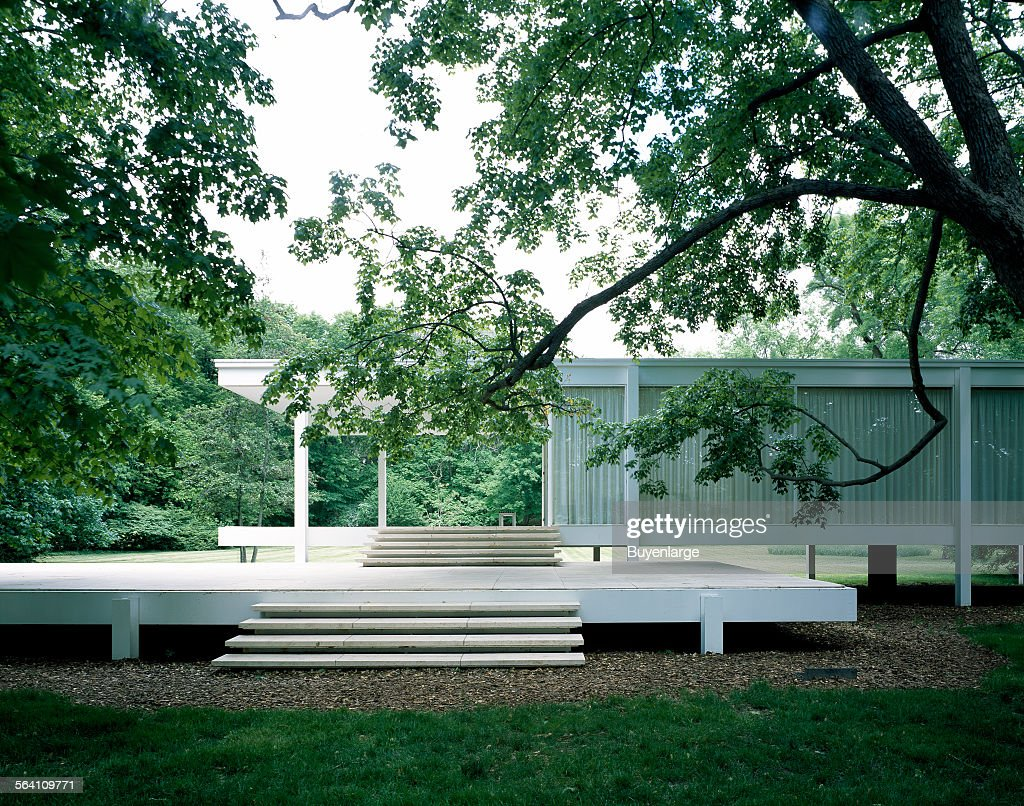 Farnsworth House, designed and constructed by modernist architect Ludwig Mies van der Rohe between 1 : ニュース写真