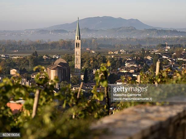 farra di soligo town in early morning - トレヴィーゾ市 ストックフォトと画像