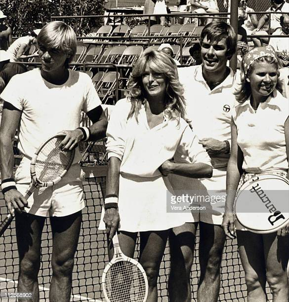 Farrah Fawcett attends a celebrity tennis match with Vince Van Patten and Donna Mills circa 1978 in Palm Springs California