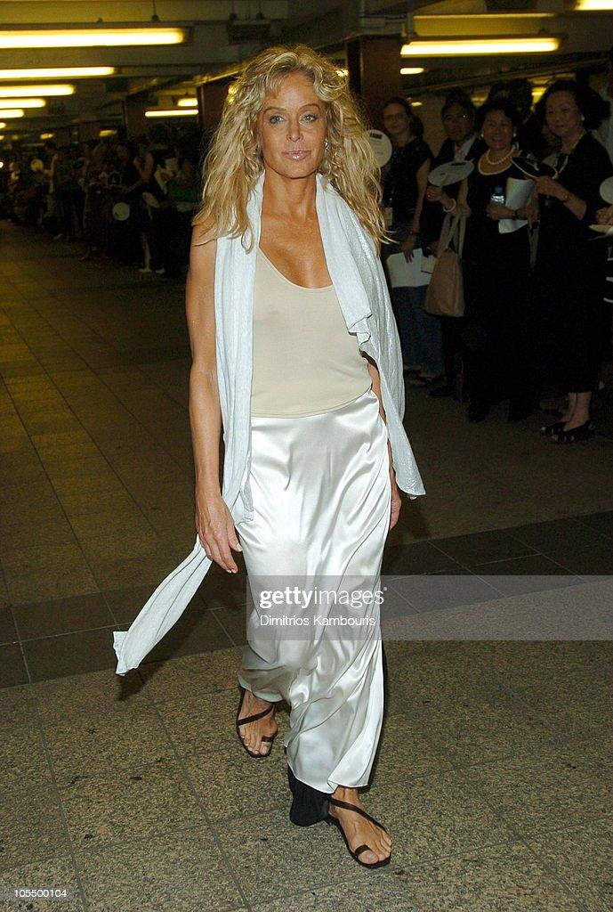 Olympus Fashion Week Spring 2005 - Yeohlee - Front Row : News Photo
