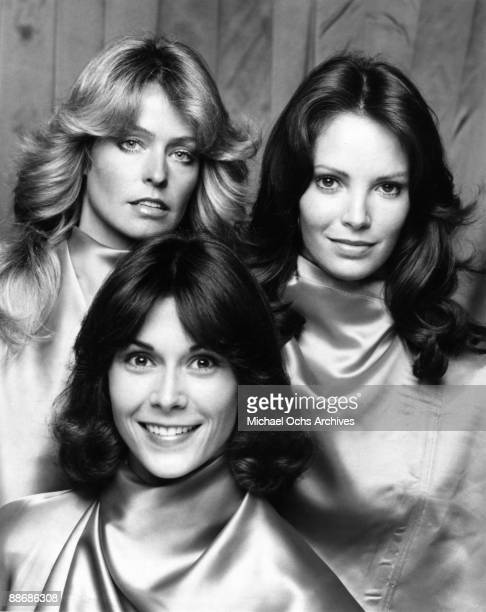 R Farrah Fawcett Kate Jackson and Jaclyn Smith pose for a portrait on the set of Charlie's Angels circa 1977 in Los Angeles California