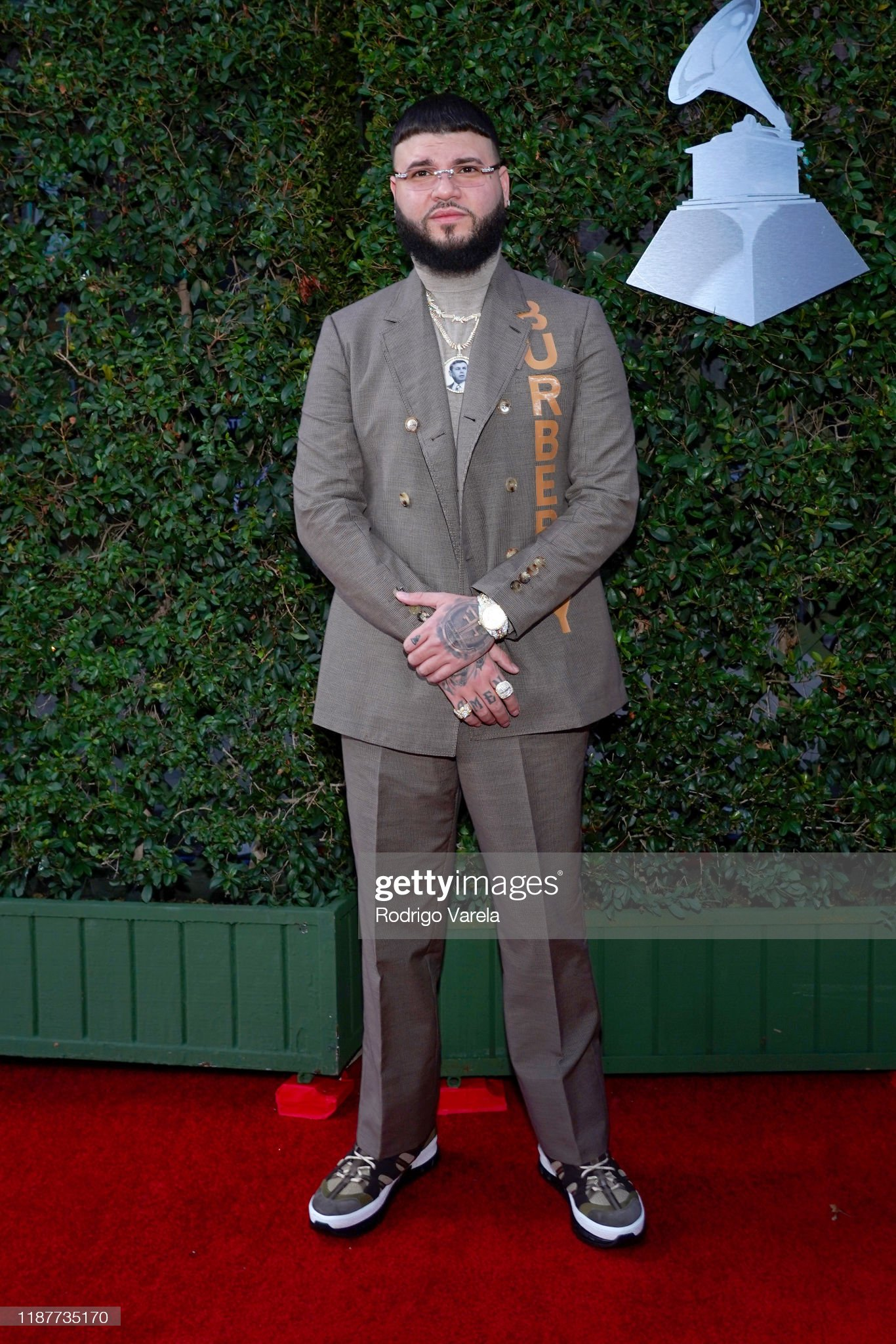 ¿Cuánto mide Farruko? - Estatura - Real height Farruko-attends-the-20th-annual-latin-grammy-awards-at-mgm-grand-on-picture-id1187735170?s=2048x2048