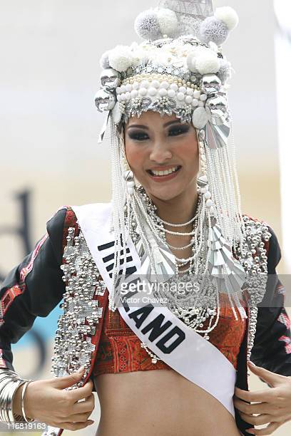 Farung Yuthithum Miss Universe Thailand 2007 wearing national costume