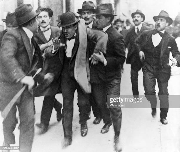 Fasci d'Azione Rivoluzionaria members Benito Mussolini being arrested