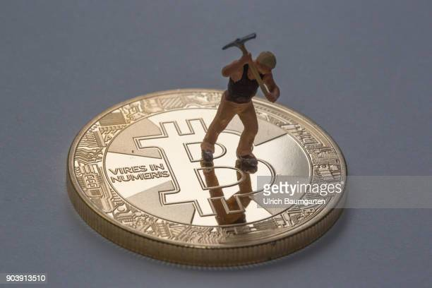 Fascination and uncertainty Bitcoin Symbol photo on the topic crypto currency Bitcoin The picture shows Bitcoin and a worker with a pickaxe