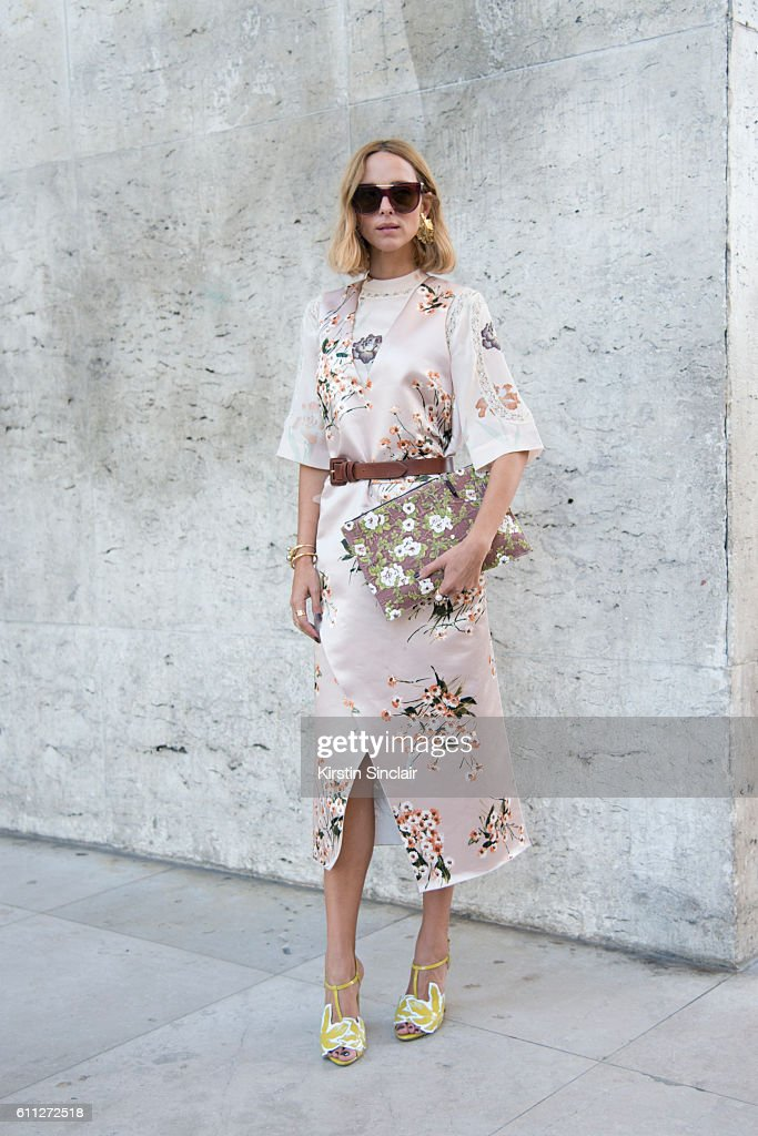 Street Style - Day 2 - Paris Collections Women SS17 : News Photo