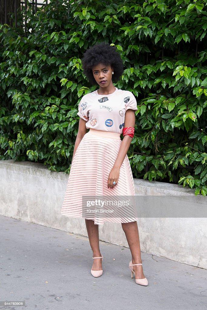 Street Style - Day 1 - Paris Fashion Week : Haute Couture A/W 2016 : News Photo