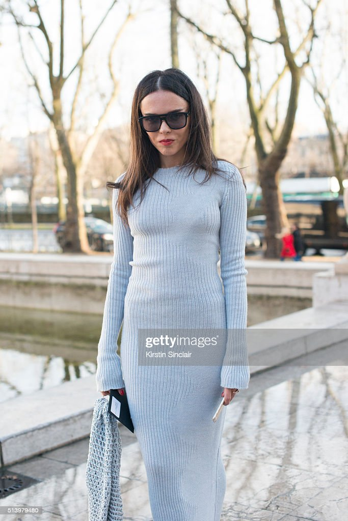 Street Style -Paris Fashion Week : Day Two Womenswear Fall Winter 2016/2017 : News Photo