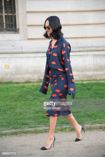 Fashion blogger garypeppergirlcom Nicole Warne wears a Victoria Beckham suit Gianvito Rossi shoes on day 3 during Paris Fashion Week Autumn/Winter...