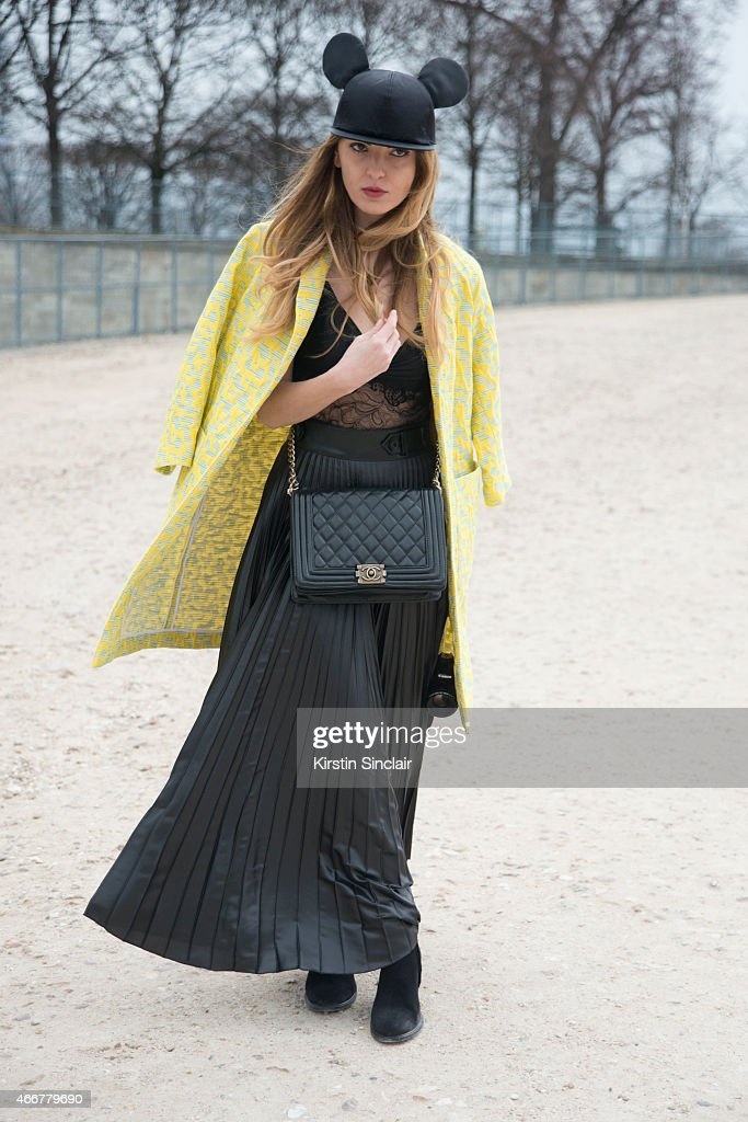 Street Style - Paris Collections: WOMEN AW15 - March 03 To March11, 2015 : News Photo