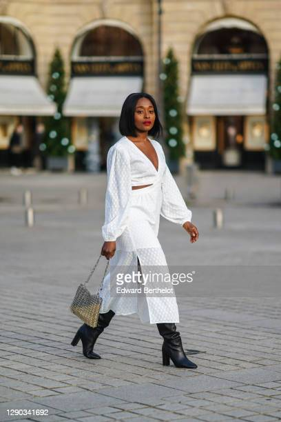 Fashion blogger Linaose wears a white low-neck v-neck slit dress with side keyholes and embroidered patterns from Suboo, a metallic silver mesh bag...