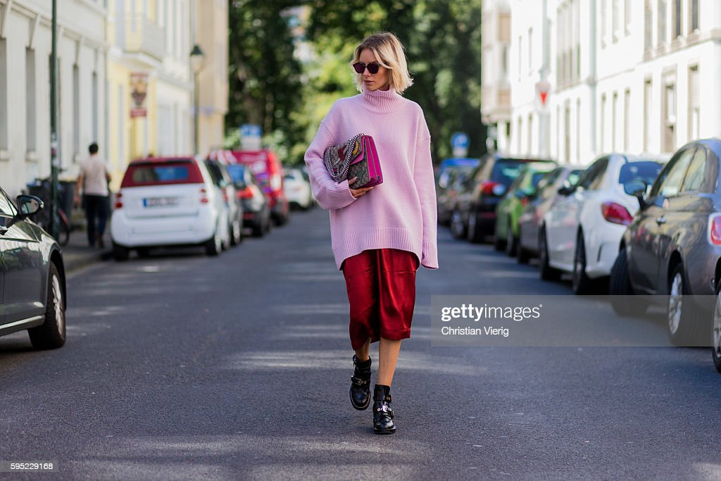 Street Style In Duesseldorf - August, 2016 : News Photo