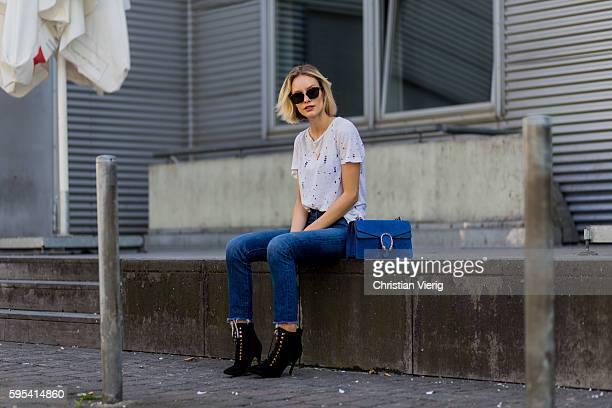 275c787fa082 Fashion blogger Lisa Hahnbueck wearing Dior Abstract sunglasses blue denim  Levis´s Wedgie Jeans white