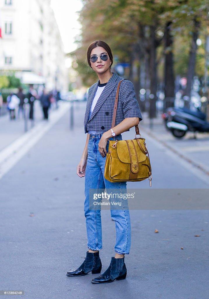 Street Style : Day Seven  - Paris Fashion Week Spring/Summer 2017 : Nachrichtenfoto