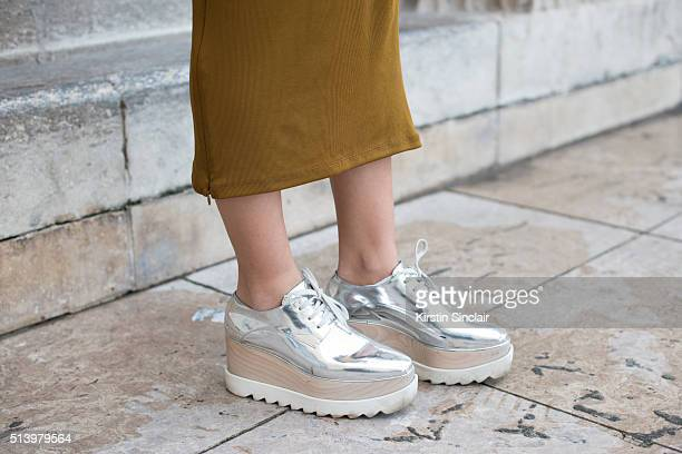 Fashion blogger Pamela Allier wears a H and M dress on day 2 during Paris Fashion Week Autumn/Winter 2016/17 on March 2 2016 in Paris France Pamela...