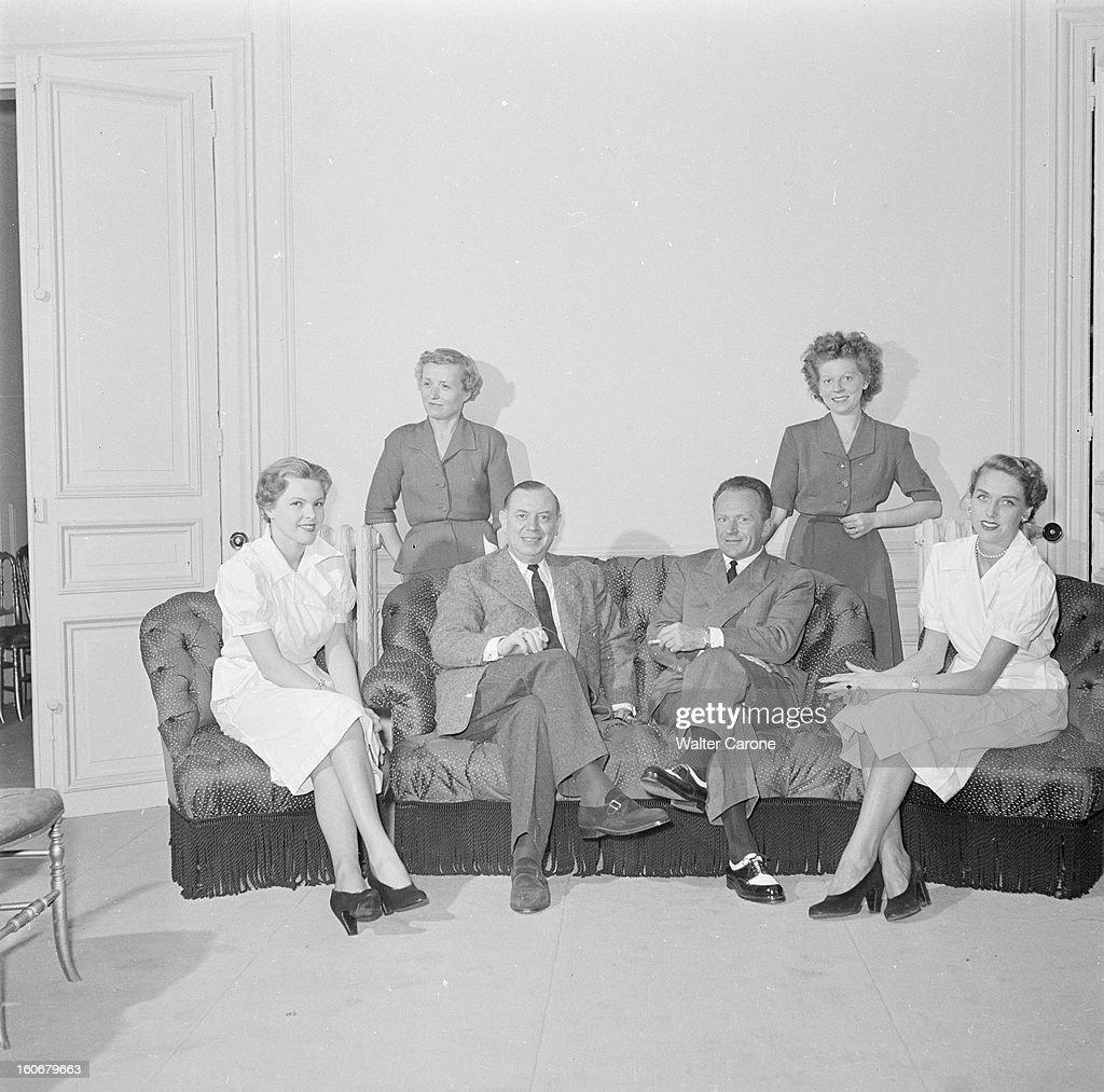 Fashion Collection Of 'couturiers Associes' Autumn Winter 1950/1951 : Photo d'actualité