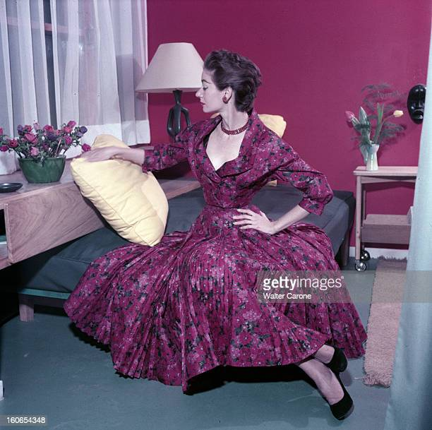 Fashion Collections Spring 1954 Pictures | Getty Images