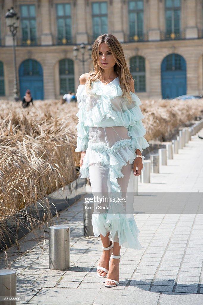 Street Style - Day 2 - Paris Fashion Week : Haute Couture A/W 2016 : News Photo