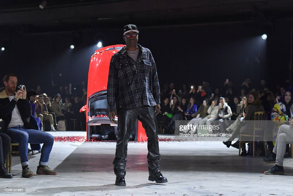 Off-White : Runway - Paris Fashion Week Womenswear Fall/Winter 2020/2021 : ニュース写真
