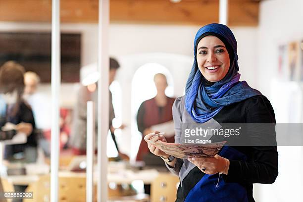 fashion design startup business - hijab - fotografias e filmes do acervo