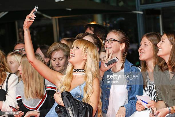 Fashion Designer Bonnie Strange with fans at the 'Unsere Zeit ist jetzt' World Premiere at CineStar on September 27 2016 in Berlin Germany