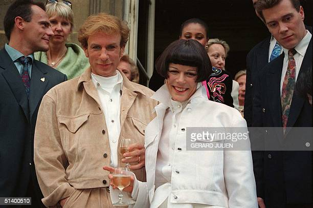 Fashion designer Claude Montana poses 22 July 1993 with his wife Wallis on the steps of the City Hall in the 7th arrondissement in Paris where they...